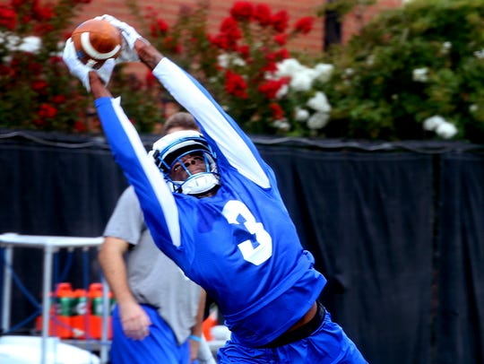 Richie James (3) catches the ball during MTSU's first