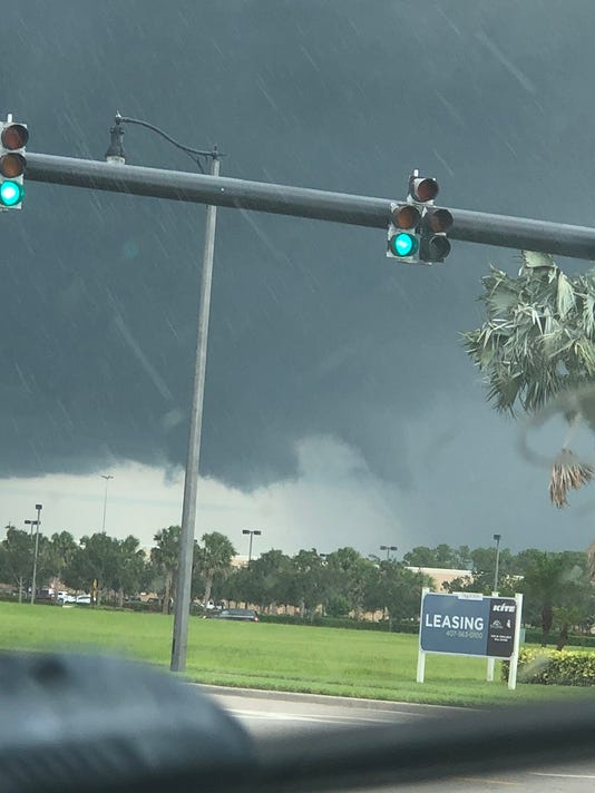 636646689008423077-Funnel-cloud2.jpg
