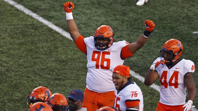 Illinois defensive lineman Roderick Perry II reacts after defeating Rutgers on Saturday.