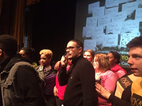 Shaun King talking to members of the audience after