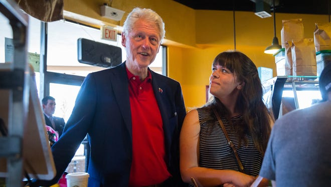 "Jenny Logan, buys a medium ""very berry"" smoothie for former president Bill Clinton at Cafe Milagro, June 2, 2016. Clinton stopped into the cafe after stumping for his wife, presidential candidate Hillary Clinton, during a rally at Picacho Middle School."
