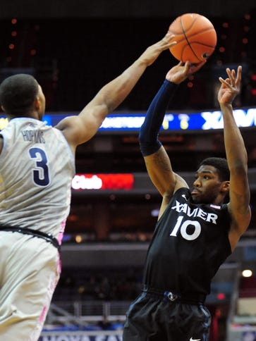 Xavier Musketeers forward Remy Abell shoots the ball
