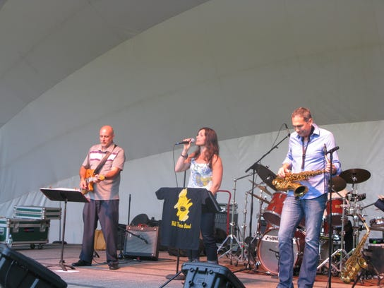 L to r: Vinnie Ruggiero on guitar, vocalist Stephanie LaBarge and Bill Tiberio on alto sax.