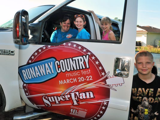 RUNAWAY COUNTRY Super fans