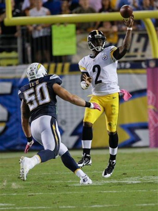 Pittsburgh Steelers quarterback Mike Vick throws a pass as San Diego Chargers inside linebacker Manti Te'o defends during the second half of an NFL football game Monday, Oct. 12, 2015, in San Diego. (AP Photo/Lenny Ignelzi)