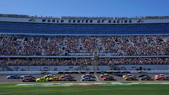 Alex Bowman (88) leads the field to start the 60th annual Daytona 500.