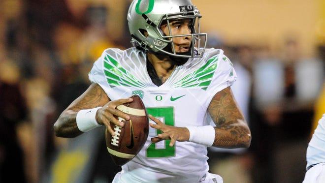 Oregon quarterback Vernon Adams Jr. (3) looks to pass during the first half against Arizona State at Sun Devil Stadium.