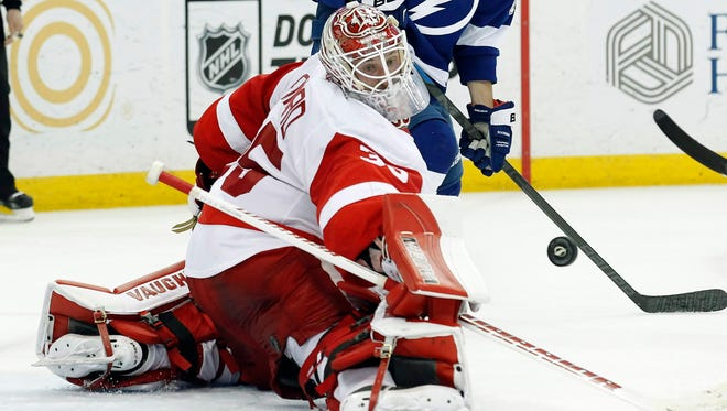 Detroit Red Wings goalie Jimmy Howard makes a save against the Tampa Bay Lightning.