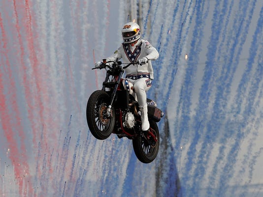 AP PASTRANA KNIEVEL JUMPS A USA NV