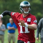 Wentz's play shines despite occasional wobble