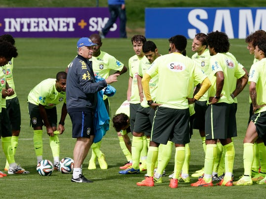 Brazil's soccer coach Luiz Felipe Scolari speaks to his players as he leads a practice session at the Granja Comary training center in Teresopolis, Brazil, Thursday, May 29, 2014. Brazil will host the World Cup soccer tournament that starts in June. (AP Photo/Hassan Ammar)