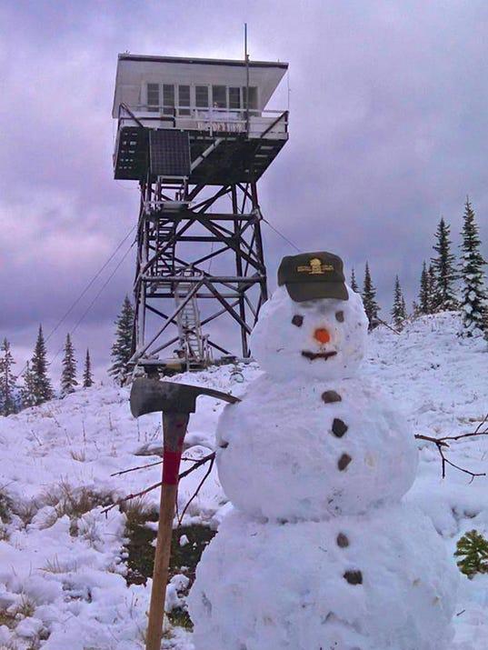 -fire lookout snowman.jpg_20150908.jpg