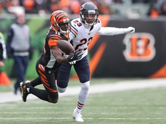Cincinnati Bengals wide receiver A.J. Green (18) tries