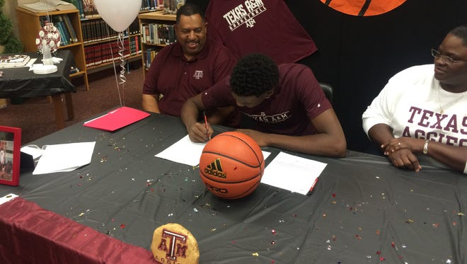 North Caddo's Robert Williams signs with Texas A&M.