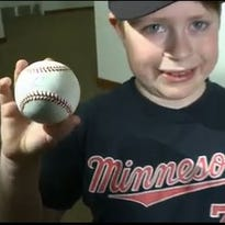 Kid reacts to Joe Mauer autograph at TwinsFest