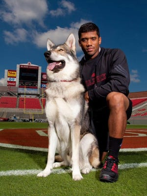 Tuffy I poses with former N.C. State quarterback Russell Wilson during a photo shoot at Carter-Finley Stadium in 2010.