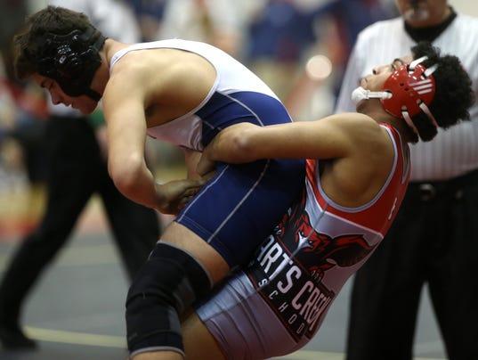 635909959425058425-MUR-SPORTS-region-wrestling-0214.jpg
