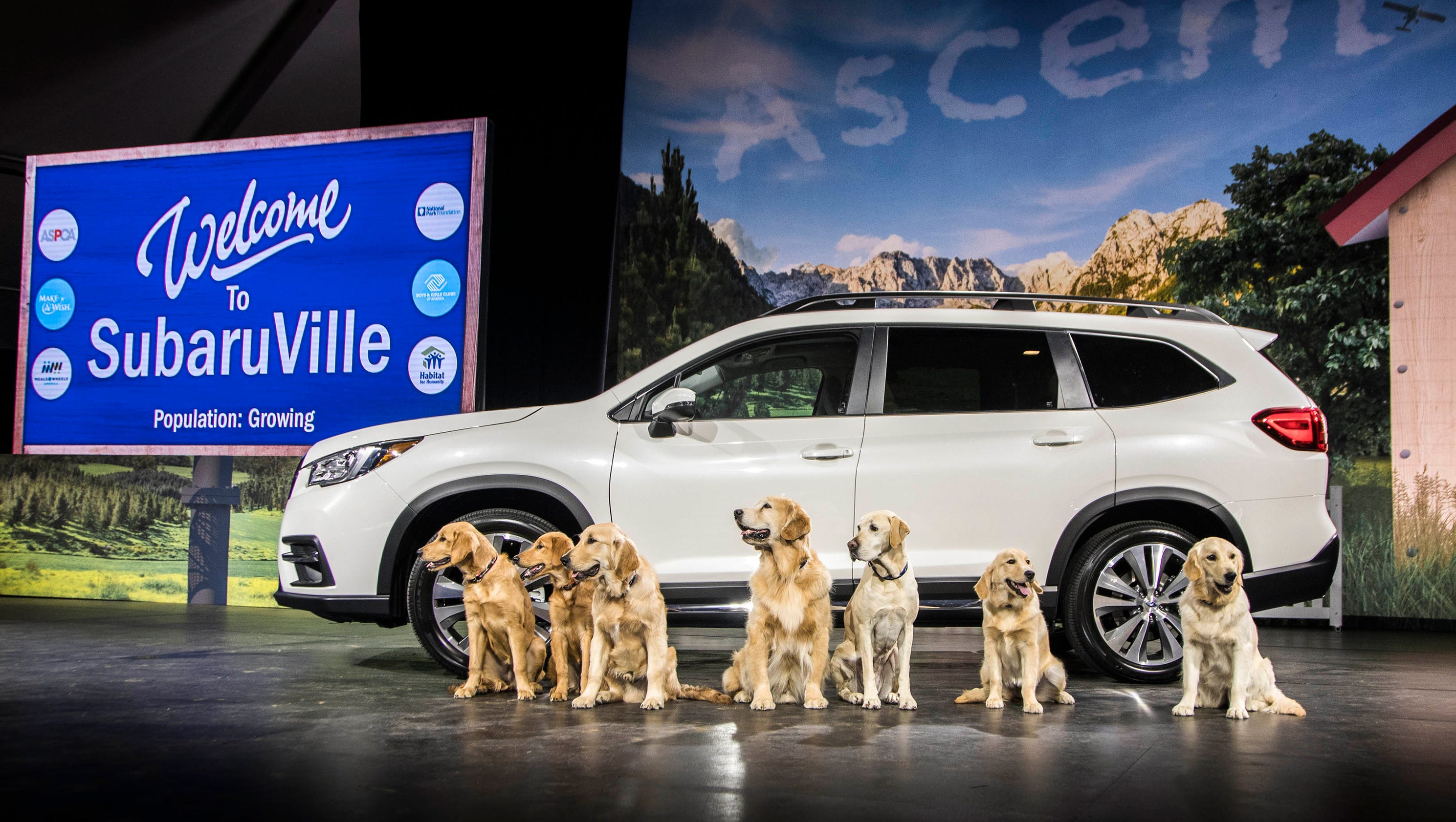 Cars With 3 Rows Of Seats >> Subaru Ascent goes big, offering 3 rows of seats