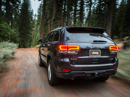 Eighteen-inch alloys connect the 2015 Jeep Grand Cherokee Limited to the terrain.