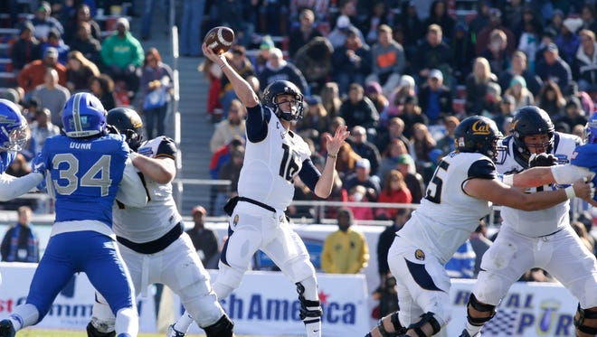 California Golden Bears quarterback Jared Goff (16) throws a pass in the first quarter against the Air Force Falcons at Amon G. Carter Stadium.