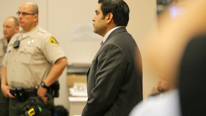 El Concejal de Salinas, José Castañeda es presentado con tres delitos mayores el martes en la Corte del Condado de Monterey en Salinas. JUAN VILLA / EL SOL