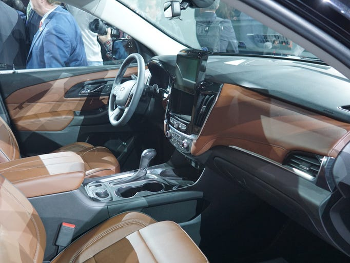 2018 chevy traverse bolt models unveiled for Traverse high country interior