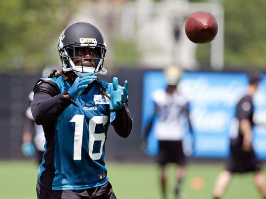 Jacksonville Jaguars running back Denard Robinson (16) catches a pass during an NFL football minicamp in Jacksonville, Fla., Tuesday, June 17, 2014. (AP Photo/John Raoux)