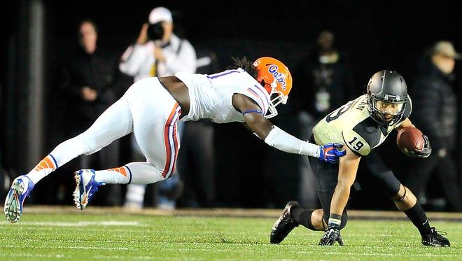 Vanderbilt's C.J. Duncan, right, gets away a tackle from Florida linebacker Neiron Ball during the third quarter on Nov. 8, 2014. Vanderbilt lost 34-10.