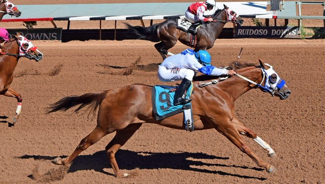 They Seis Im Quick finished No. 2 in the 2016 Adequan Ruidoso Derby Challenge trials.