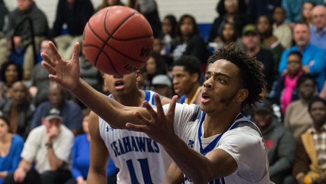 Decatur's Kevon Voyles (1) recovers the ball during a game against Wi-Hi on Wednesday, Jan. 17, 2018.