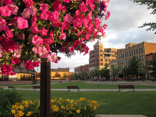 Flowers add color to Wausau's 400 Block during the