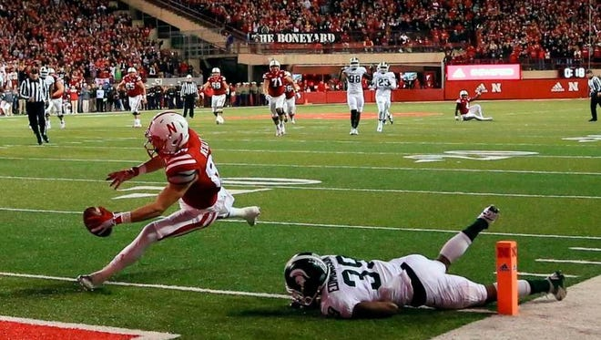 Nebraska wide receiver Brandon Reilly (87) scores a touchdown against Michigan State cornerback Jermaine Edmondson (39) during the second half of an NCAA college football game in Lincoln, Neb., Saturday, Nov. 7, 2015. Nebraska won 39-38. (AP Photo/Nati Harnik)