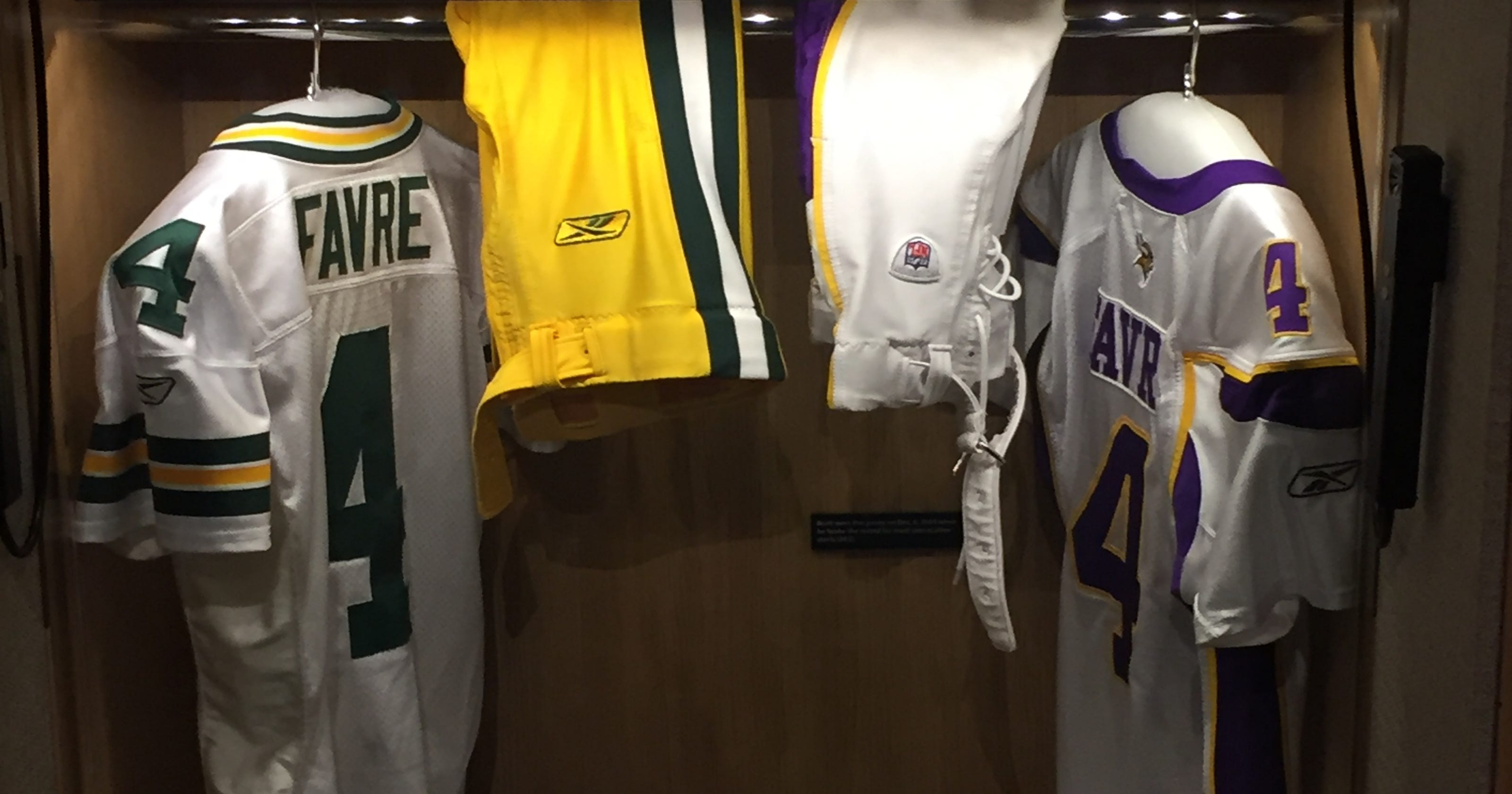 buy online 4e26b a4abf Favre didn't know about Packers,Vikings jerseys in Hall display