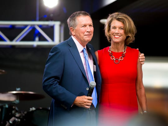 Ohio Governor John Kasich embraces his wife, Karen