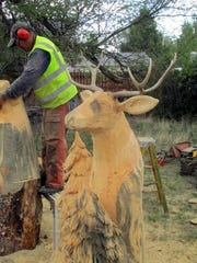 Another chainsaw carver specialized in larger animals.