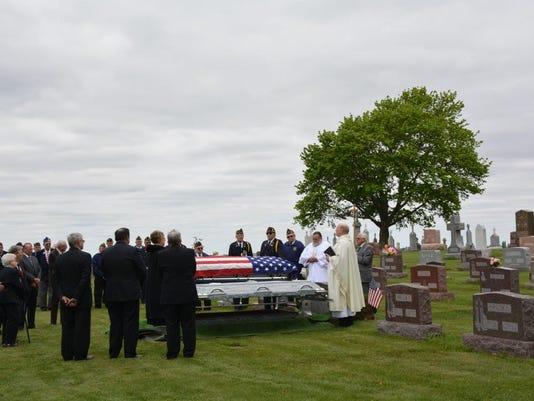 -KEW 0523 Wessely burial 1.jpg_20150519.jpg