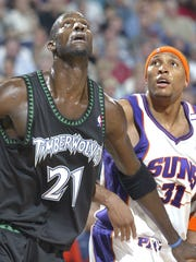 Phoenix Suns' Shawn Marion battles for rebound position against Minnesota Timberwolves' Kevin Garnett during 1st half action, at America West Arena, in Phoenix, on Dec. 3, 2004