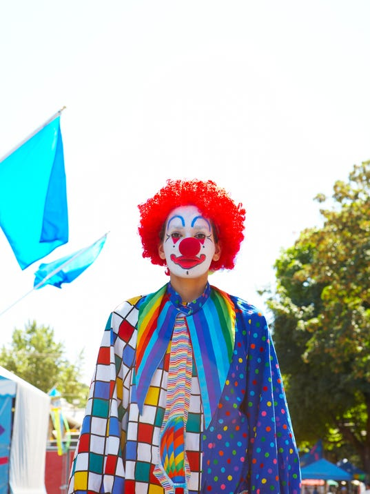 Clown accused of trying to snatch 1-year-old from mom's arms