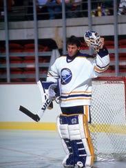 BUFFALO, NY - 1991:  Goalie Clint Malarchuk #30 of