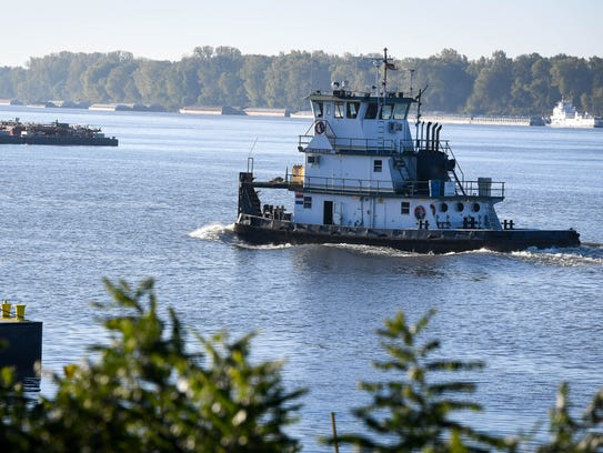 The Mt. Vernon Barge Service's Lois Elaine, piloted