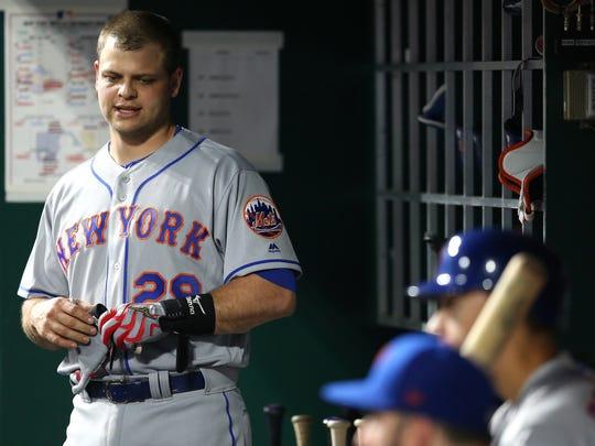 New York Mets catcher Devin Mesoraco (29) returns to