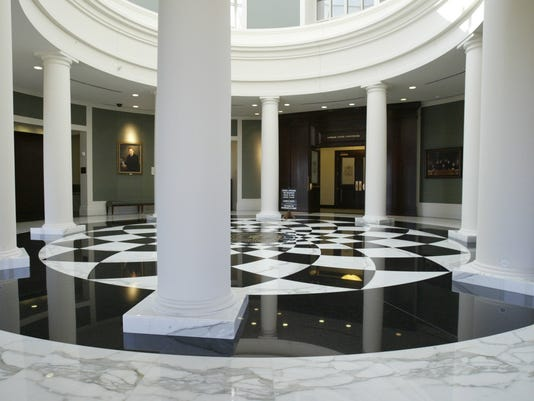 justice_031004_lobby_kw