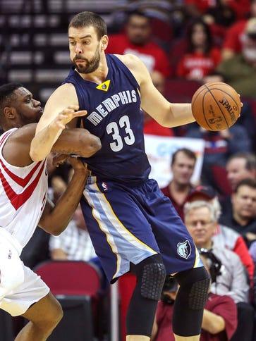 Memphis Grizzlies center Marc Gasol controls the ball