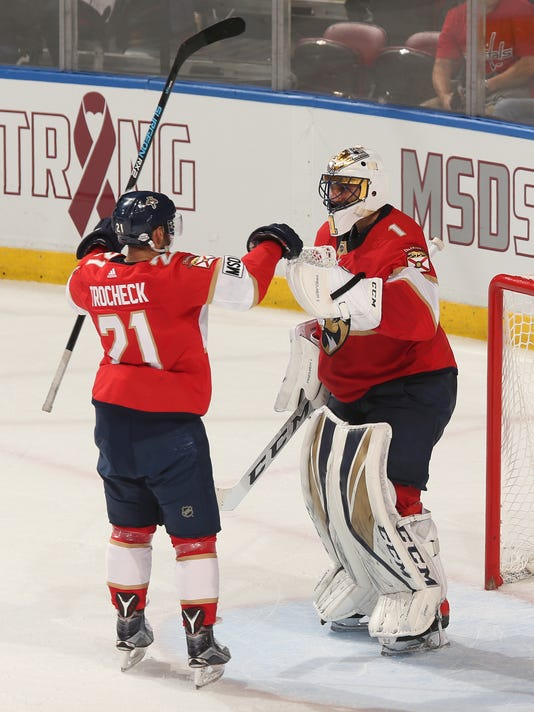 After Tribute To Shooting Victims Luongo Stops Capitals