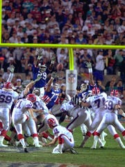 Buffalo Bills kicker Scott Norwood, center, misses the field goal on the last play of the game, clinching the victory for the New York Giants in Super Bowl XXV in Tampa.