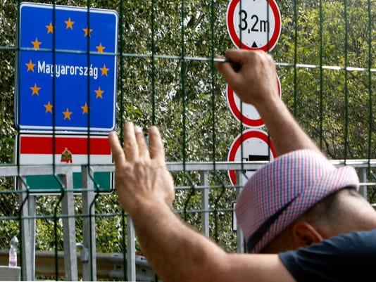 EPA SERBIA HUNGARY MIGRATION REFUGEES CRISIS POL MIGRATION REFUGEES SER