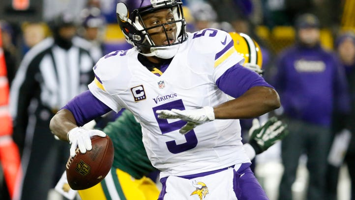 Minnesota Vikings quarterback Teddy Bridgewater drops back to pass during the first half an NFL football game against the Green Bay Packers Sunday, Jan. 3, 2016, in Green Bay, Wis. (AP Photo/Mike Roemer)