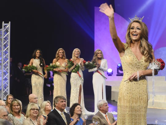 Hannah Robison, Miss Scenic City, is crowned Miss Tennessee