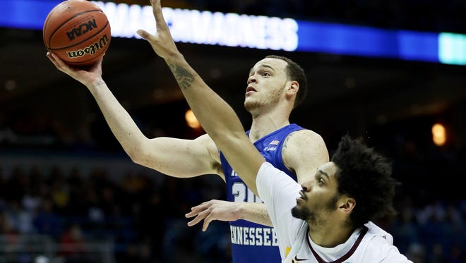 Reggie Upshaw attempts a shot while being guarded by Jordan Murphy.