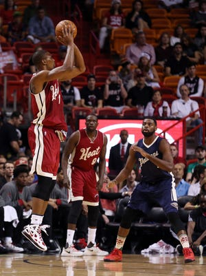 Miami Heat forward Chris Bosh (1) shoots against the New Orleans Pelicans in the Heat's 94-88 win.